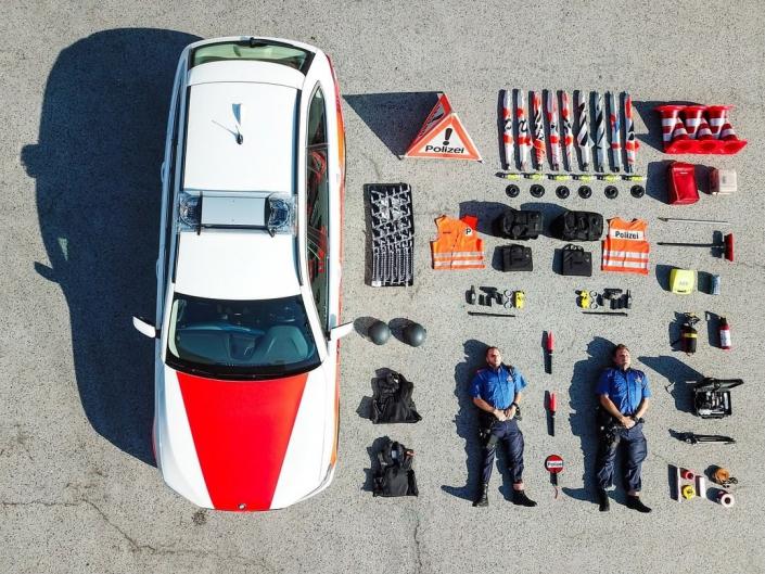 Infographic bovenzijde uitrusting Politie Zürich - Tetris Challenge